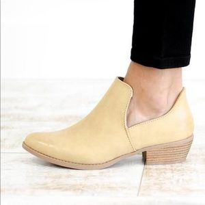 NWT Tan ankle side slit booties